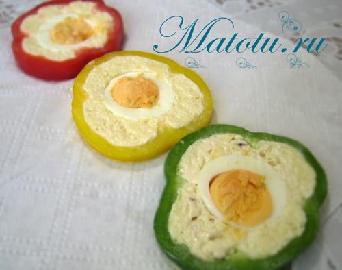 Перец фаршированный сыром и яйцом