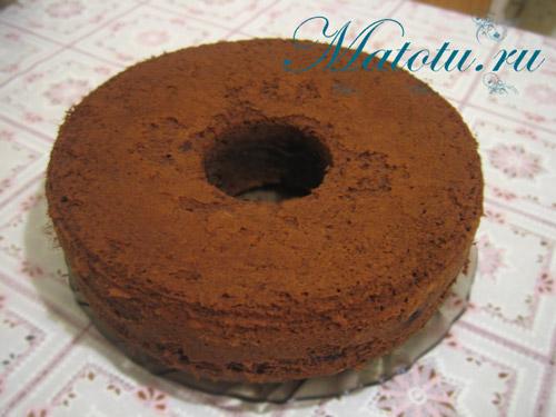 Кекс шоколадный с вишней