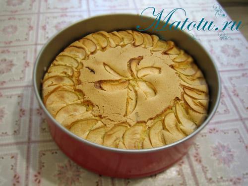 Пирог шарлотка с яблоками